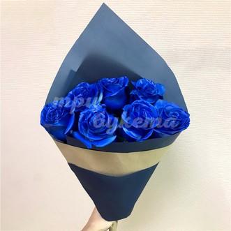 7 синих роз в крафте