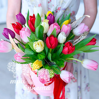Тюльпаны на 8 марта в коробке