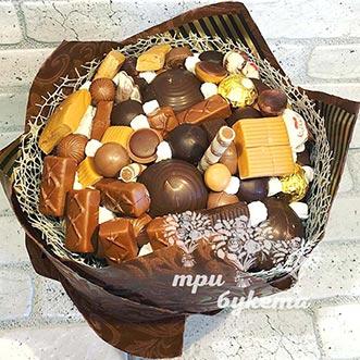 Зефир и конфеты в шляпной коробке
